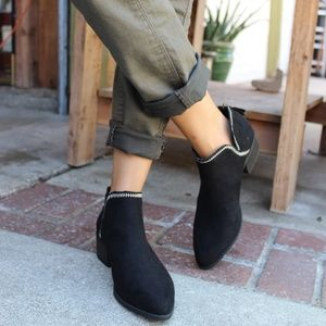 Shoes - 🆕️//The Indiana// black ankle booties